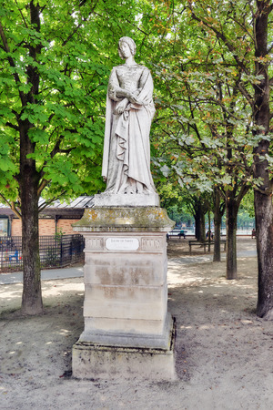 jardin de luxembourg: PARIS, FRANCE - JULY 08, 2016 : Statue of Laure de Noves in Luxembourg park in Paris, one of the most beautiful gardens in Paris. France. Editorial