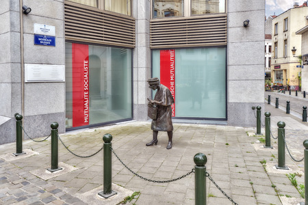 recounts: BRUSSELS, BELGIUM - JULY 07, 2016 : Monument Madame Hat or Madame Chapeau (Madame Chapeau), established in Brussels, at the cross of two streets.