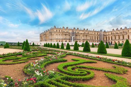 Paleis Van Versailles Tuin.Versailles France July 02 2016 Beautiful Garden In A Famous