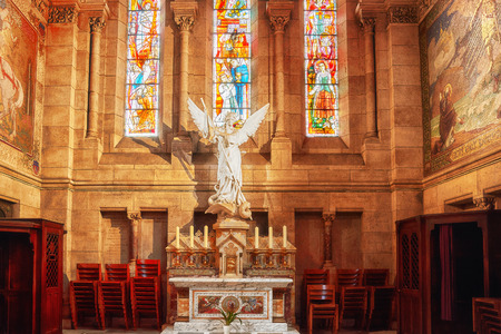 sacre coeur: PARIS, FRANCE - JULY 04, 2016 : IInterior of  Roman Catholic  church and minor basilica Sacre-Coeur, dedicated to the Sacred Heart of Jesus, in Paris, France. Éditoriale