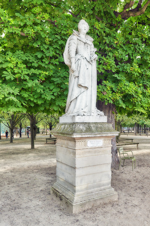 jardin de luxembourg: PARIS, FRANCE - JULY 08, 2016 : Statue of Marie De Medicis in Luxembourg park in Paris, one of the most beautiful gardens in Paris. France.
