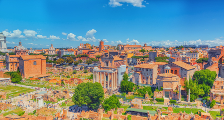 templo romano: View of the Roman Forum from the Hill of Palatine - a general overview of the entire Roman Forum with all the sights. Italy.