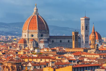 Mooi landschap hierboven, panorama op historische mening van Florence van het punt van Piazzale Michelangelo. Italië. Stockfoto
