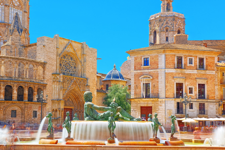 Fountain Rio Turia on Square of the Virgin Saint Mary, Valencia Cathedral, Basilica of Virgen the Helpless. 版權商用圖片