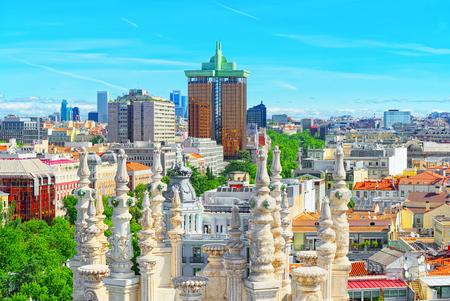 スペインの首都、マドリードの街の上からパノラマの景色。世界で最も美しい都市の一つ。