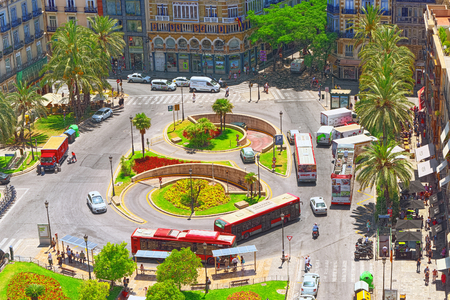 Valencia, Spain - June 13, 2017 : View above on square, Plaza of the Queen  (Placa de la Reina) in historical part of the city. Spain. 免版税图像 - 97176764