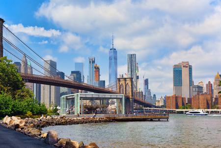 View on Jane's Carousel near Brooklyn Bridge across the East River between Manhattan and Brooklyn. 스톡 콘텐츠