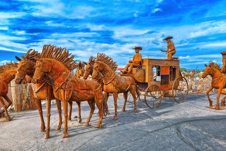Arizona, USA - 18 septembre 2018 : Statues, sculptures de ferronnerie près du café Stones&More en Arizona. Banque d'images