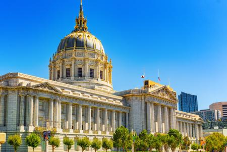 San Francisco, California, Estados Unidos - 11 de septiembre de 2018: el Ayuntamiento de San Francisco es la sede del gobierno de la ciudad y el condado de San Francisco. Editorial