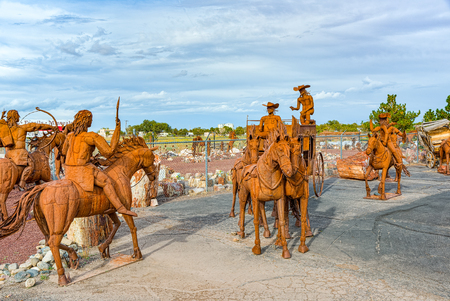 Arizona, USA - September 18, 2018: Statues, sculptures of iron metalwork near the cafe Stones&More in Arizona. Éditoriale