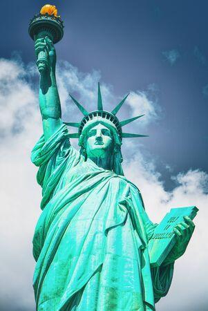 Statua della Libertà (Libertà che illumina il mondo) vicino a New York e Manhattan. STATI UNITI D'AMERICA.