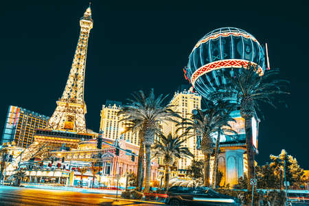 Las Vegas, Nevada, USA - September 15, 2018: Main street of Las Vegas-is the Strip in evening time. Casino, hotel and resort- Paris. Éditoriale