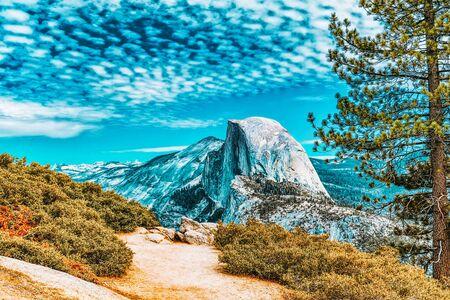 Glacier Point. Magnificent national American natural park - Yosemite.