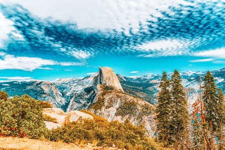 Glacier Point. Magnificent national American natural park - Yosemite.