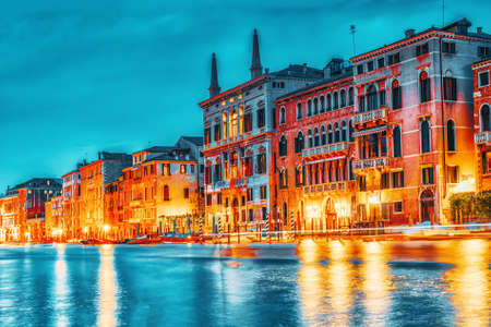 Views of the most beautiful canal of Venice - Grand Canal water streets, boats, gondolas, mansions along. Night view. Italy. Banque d'images