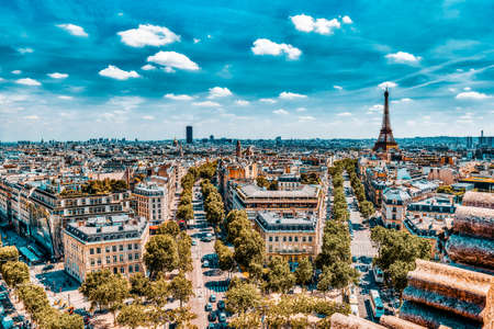 Beautiful panoramic view of Paris from the roof of the Triumphal Arch. View of the Eiffel Tower. Imagens