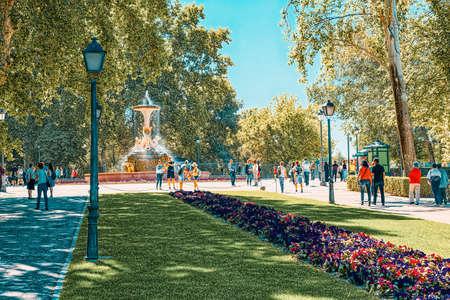 Madrid, Spain - June 05, 2017 : Mexico Avenue in Buen Retiro Park  (Parque de El Retiro)- most  largest and most beautiful of the Madrid parks. Madrid, Spain. Редакционное