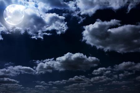 Ciel nocturne avec la lune grand Banque d'images - 37269100
