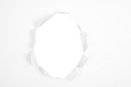 penetración: Agujero redondo en papel con fondo blanco dentro