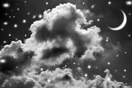 Nachthimmel mit Sternen und Mond Hintergrund Standard-Bild