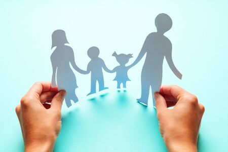 Paper family in hand isolated on blue background Banque d'images - 135491822