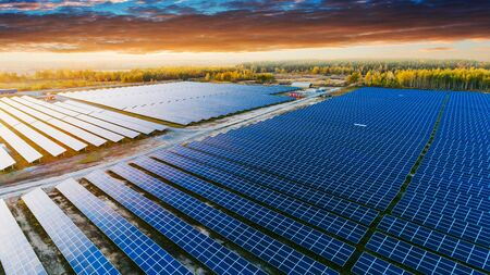Solar panels in aerial view. Solar panels system power generators from sun Banque d'images - 137370366
