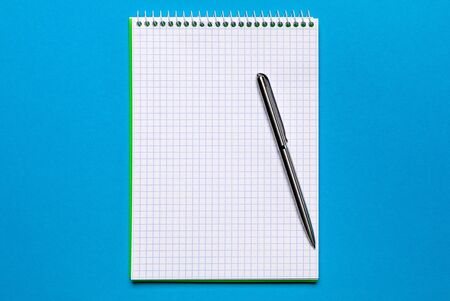 school notebook on a blue background, spiral notepad on a table Banque d'images - 137370072
