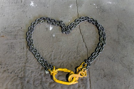grappling: Metal chain with yellow hooks