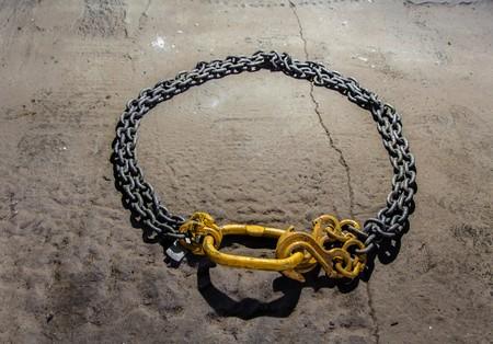 heaviness: Metal chain circle with yellow hooks