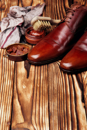 cloth, brushes and wax for polishing shoes.Glance shoes.Selective focus 免版税图像