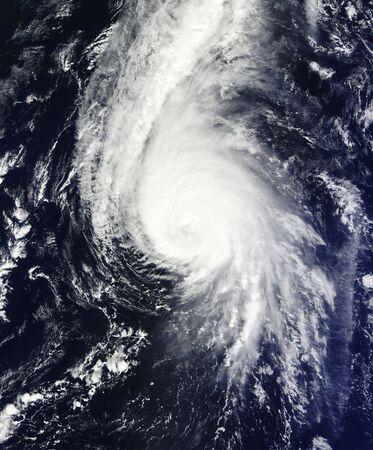 Cuadrante norte del huracán Gonzalo sobre Bermudas. Foto de archivo