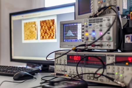 digital oscilloscope on Desk with computer Imagens