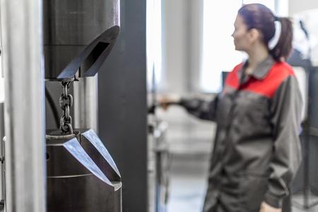 Tensile Testing Machine 50t 版權商用圖片 - 78563001