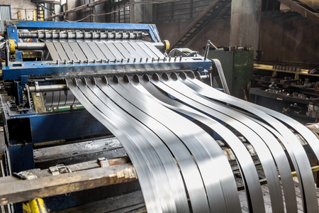 Sheet metal cutting machine for the production of steel pipes