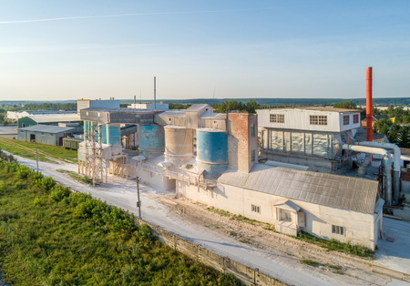 Elevator for the production of gypsum in the summer shooting with a drone