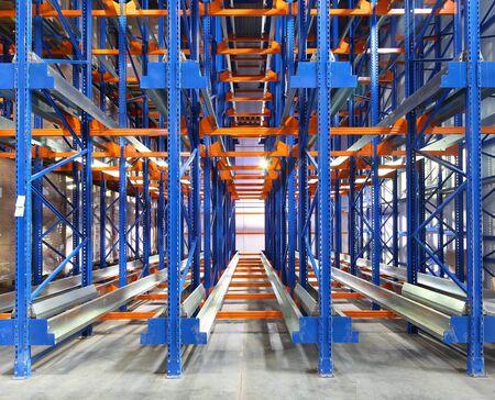 large modern warehouse complex Banque d'images