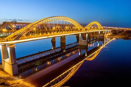 Nizhny Novgorod. Bor bridge at dusk. The sunset lighting. Shooting from a drone Foto de archivo