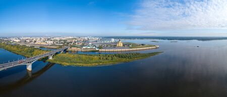 Nizhny Novgorod view of the Arrow from the throne. The Alexander Nevsky Cathedral and the stadium. Summer Foto de archivo