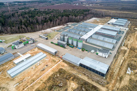 the modern agricultural sector. Top view, autumn. Metal hangars-vegetable stores Banque d'images