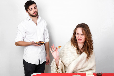 enamorados en la cama: Happy family couple eating breakfest on valentines day