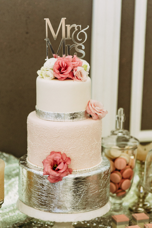 Amazing wedding cake decorated with flowers