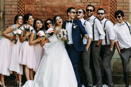 Joyful moment on the wedding of the young couple Stockfoto