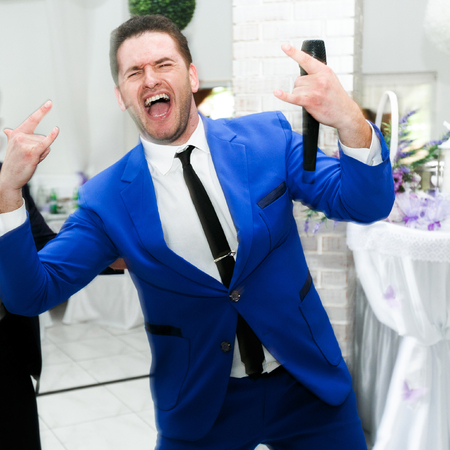 the showman: Wedding presenter in a blue suit