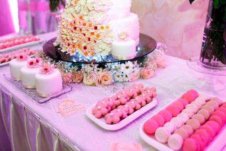 Il tavolo buffet con biscotti