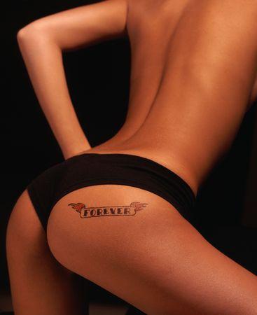 Sexy chica con tatuaje en el culo SIEMPRE Foto de archivo - 4314407