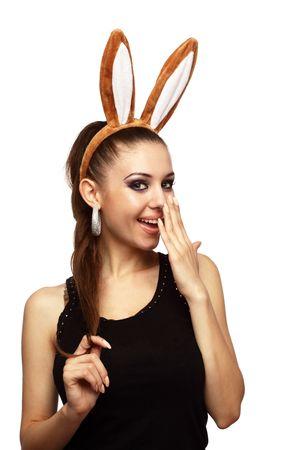 bunny ears: Mujer atractiva con orejas de conejo blanco del excedente de