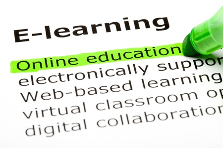 digital learning: Online education highlighted in green, under the heading E-learning Stock Photo