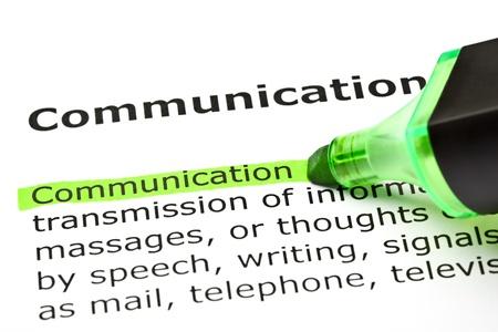 La palabra «Comunicación» resaltado en verde con sentido pluma de punta
