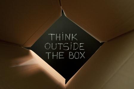 new thinking: Concetto di immagine sul pensiero non convenzionale o diversi.