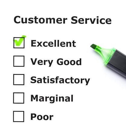 evaluating: Formulario de evaluaci�n de servicio al cliente con la marca de verificaci�n verde en excelente con l�piz de punta de fieltro. Foto de archivo